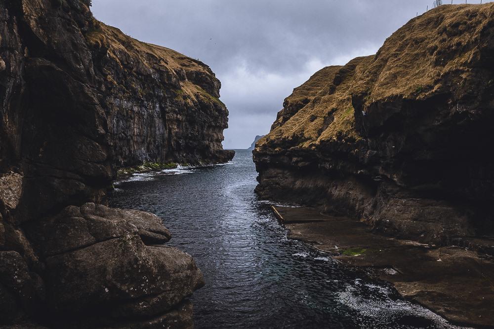 der alte Wikingerhafen in Gjógv, Färöer Inseln, Streymoy, Fotospots auf den Färöer Inseln
