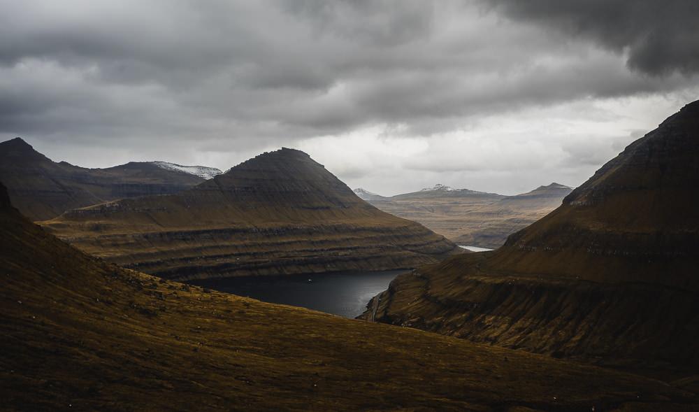 Tal auf der anderen Seite von Gjógv, Färöer Inseln, Fotospots auf den Färöer Inseln
