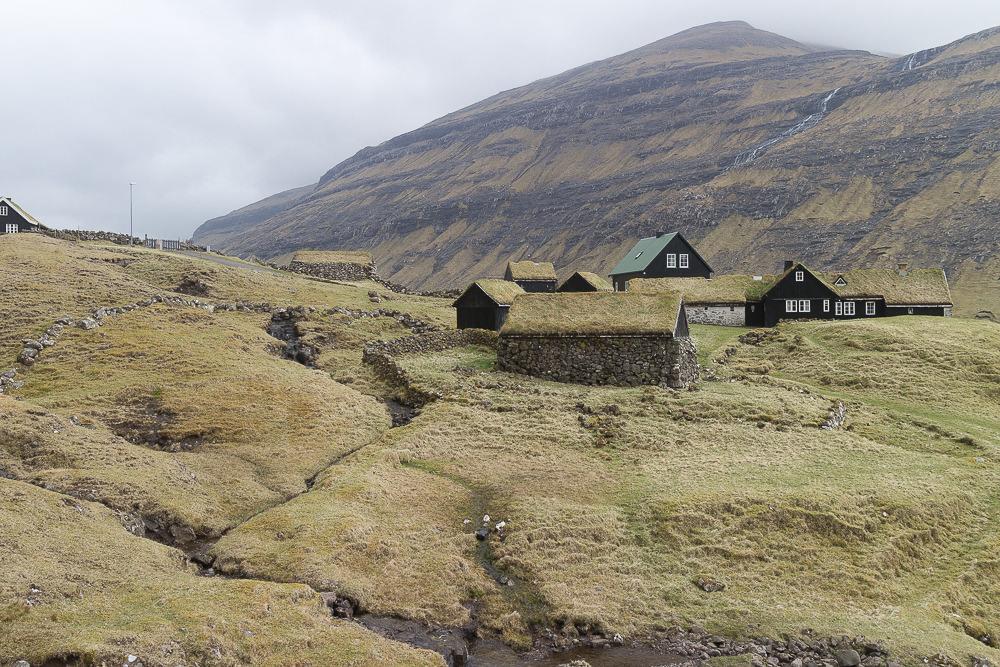 Färöer Inseln Saksun Haus
