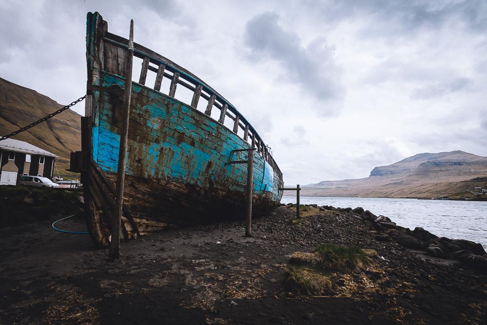 Boot am Hafen von Fuglafjørður
