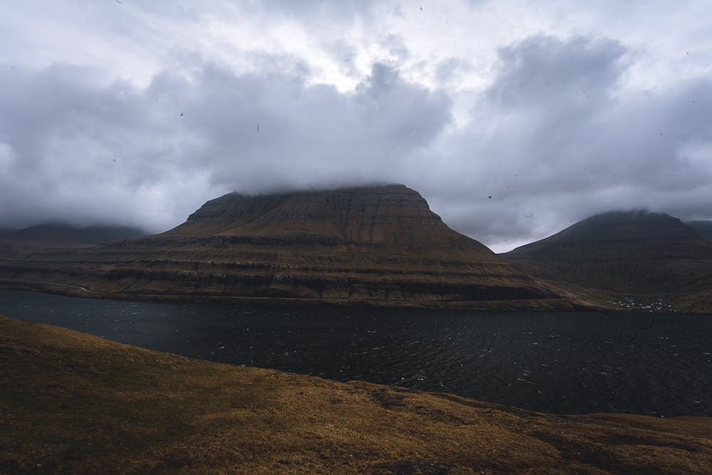Ausblick vom Rastplatz nahe Elduvík Färöer Inseln
