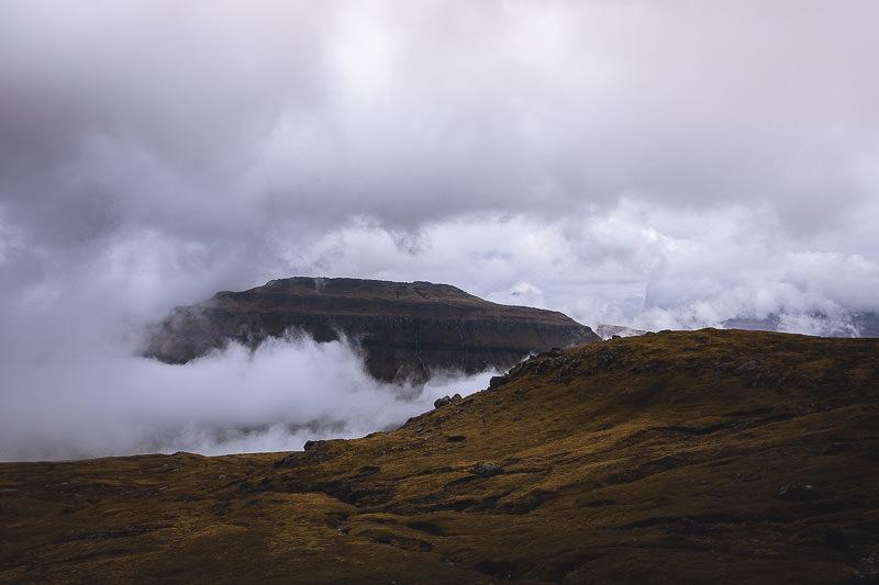 Bergketten am Oyggjarvegur Färöer Inseln